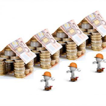 casas formadas por monedas y billetes dando idea a las derramas multipropiedad